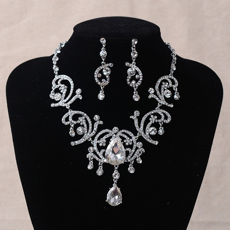 Sparkly Crystal Diamond Women's Jewelry Set Including Necklace, Earrings