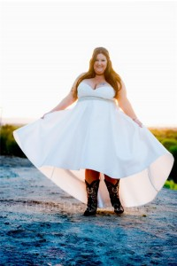 Fashion High Low Sweetheart Plus Size White Beaded Wedding Dress With Boots